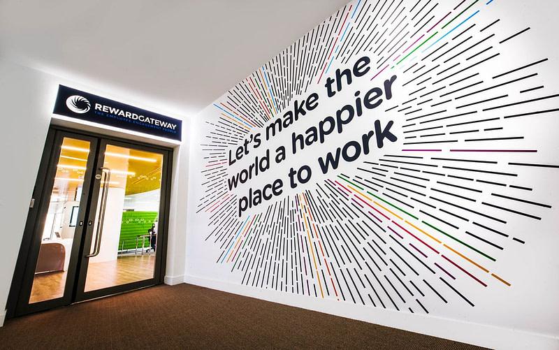 9 Manfaat Mempromosikan Bisnis Menggunakan Wall Graphic